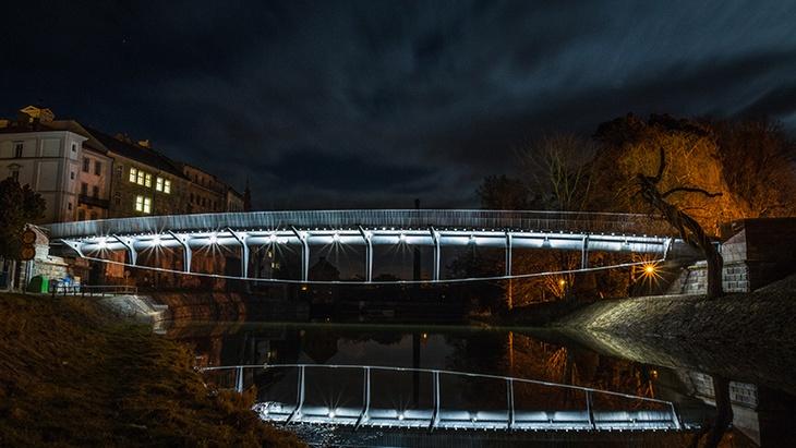 Stavbami roku 2015 jsou most v Jaroměři i dostavba základní školy ... 9e0312fa53