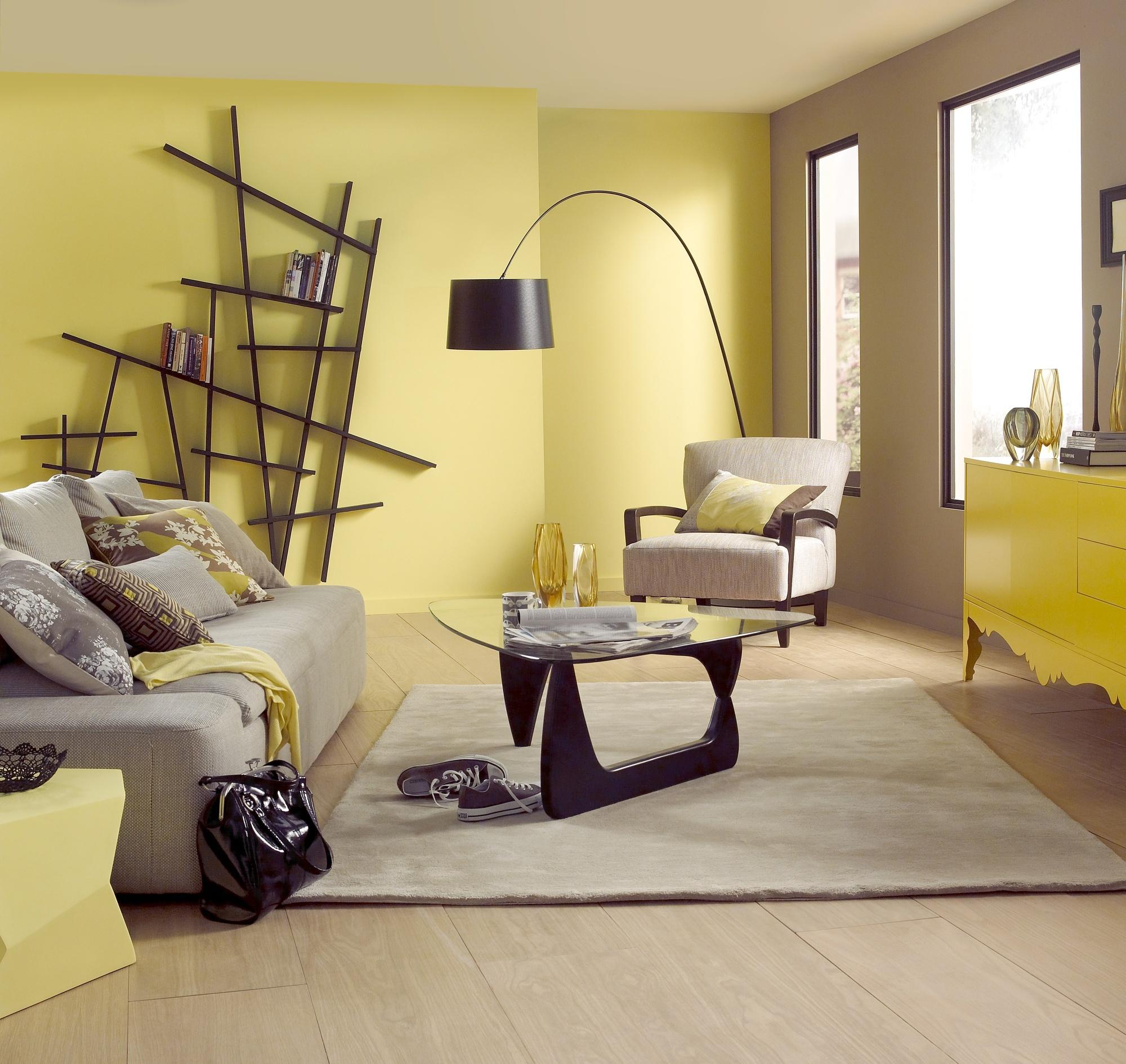 желтые стены серый пол фото будет рассмотрено