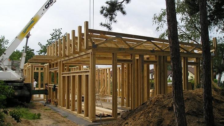 Kombinace dřeva a hlíny vmoderním stavebnictví - novostavby