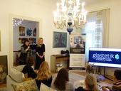 Síť Glastetik představila hostům Petra Takáčová, manažerka sítě Glastetik a Klára Soukupová, specialistka na interiérová skla.