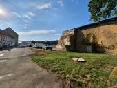 Chátrající území někdejšího pivovaru v pražských Nuslích. Areál Nuselský pivovar. Foto redakce