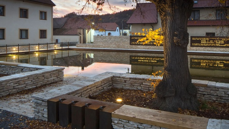 Revitalizace historického jádra obce Tetín, Zdroj: Česká cena za architekturu, Foto: Tomáš Souček